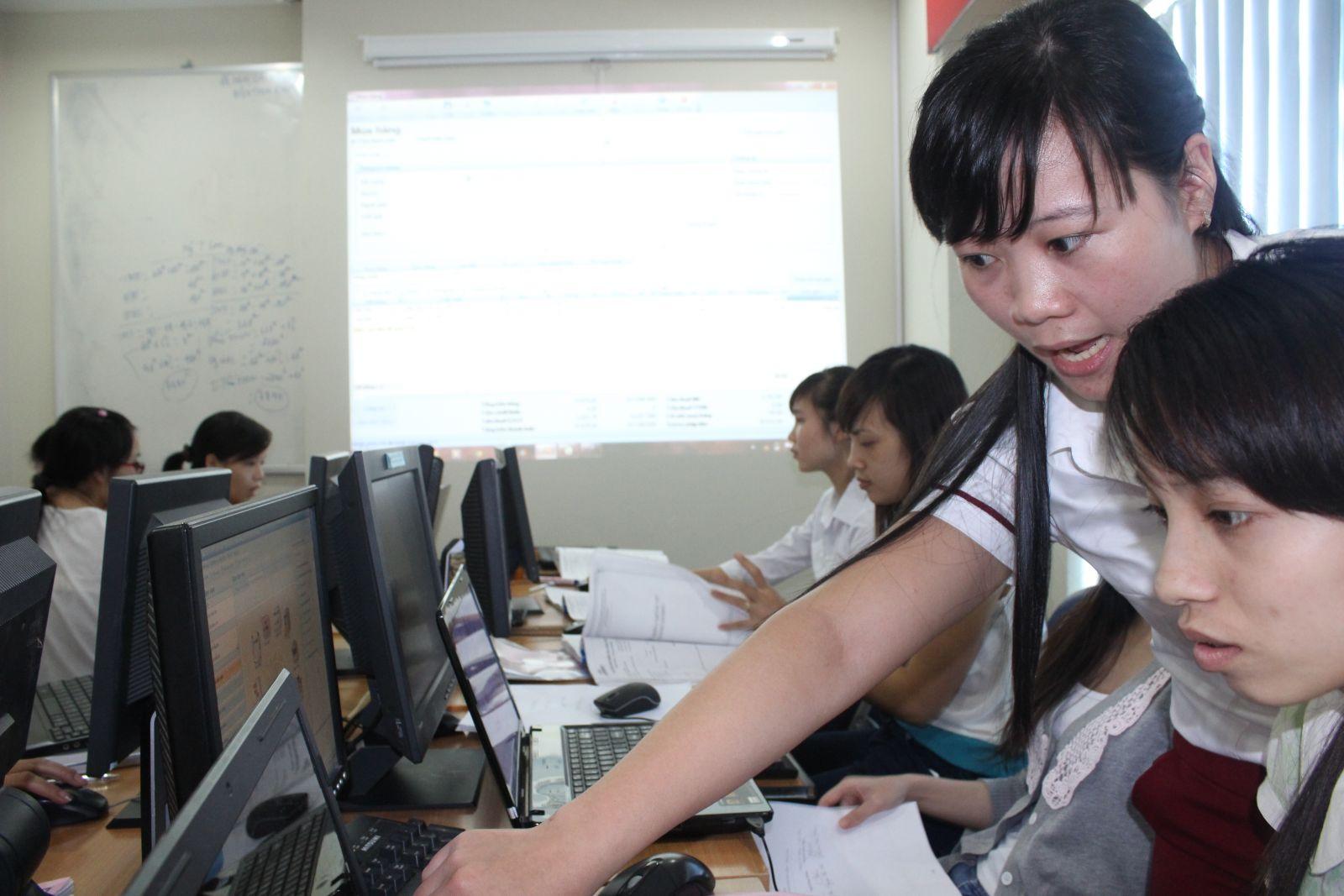 Lớp học kế toán thực hành tại Vĩnh Long