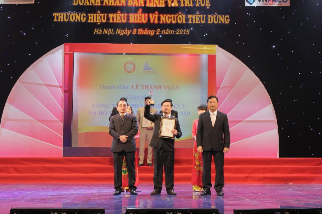 Kế toán Hà Nội nhận thương hiệu tiêu biểu vì người tiêu dùng năm 2014
